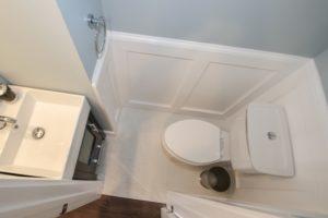 18th St NE house bathroom