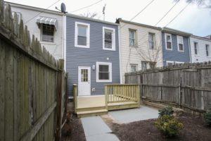 18th St NE house yard